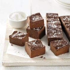 Fudge Health With Avocado - Recettes de Caty - Aliments Fun Easy Recipes, Fudge Recipes, Raw Food Recipes, Sweet Recipes, Healthy Breakfast Snacks, Healthy Muffins, Vegan Snacks, 200 Calories, Avocado Health