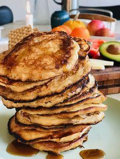 nem opskrift på saftige amerikanske pandekager med revet æbler. Det er æblerne der er med til at gøre pandekagerne saftige... Fried Egg Recipes, Healthy Recipes, Sweet Bread, Panna Cotta, Pancakes, Sweet Tooth, Food And Drink, Sweets, Snacks