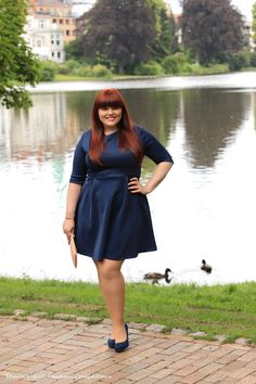 Hülle & Fülle Plus Size Fashion & Lifestyle Blog: Scubi dubi - Scuba Dress, Curvy, Fashion Blogger, Wddeing guest dress, Scuba, Party Look, Red Hair, Confident, Little Blue Dress, OOTN, be yourself, be real, staysoulfully