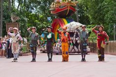 Festival of Fantasy parade, walt disney world, magic kingdom www.samanthawyatt.com Peter Pan, Lost Boys