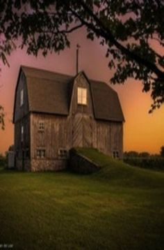 This old barn is so peaceful-looking. A good place to dream, pray, contemplate life. Farm Barn, Old Farm, Country Barns, Country Life, Country Living, American Barn, Art Nouveau, Barns Sheds, Gothic