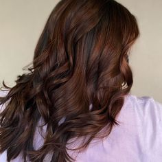 Warm up your hair this fall season with this auburn shade with copper tone created by hair stylist Emily (@cosmiccolorsbyemily). This will totally revive the entire look of your hair. Want more auburn hair color ideas? Check out our website to choose more. #auburnhaircolors #auburnhaircolorsbalayage Red Brown Hair, Dark Hair, Red Hair, Hair Color Auburn, Auburn Hair, Latest Hairstyles, Fall Season, Hair Colors, Hair Lengths