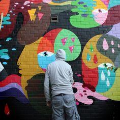 71247929a Artista usa cores vivas pra espalhar sua arte por diferentes plataformas.  Se o que ...