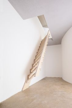 Klapster – Die klappbare Treppe Klapster- the folding staircase for optimal use of space. With one hand, the stairs can be quickly folded against the wall in seconds to create additional space. Tiny House Stairs, Loft Stairs, Attic Spaces, Tiny Spaces, Room Interior, Interior Design Living Room, Space Saving Staircase, Painted Stairs, Attic Design