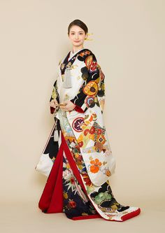 Traditional Japanese Kimono, Traditional Fashion, Traditional Dresses, Kimono Fashion, Ethnic Fashion, Japanese Wedding Kimono, Japan Outfit, Kimono Design, Oriental
