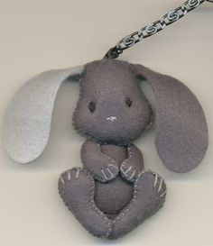 Bunny Felt Diy, Felt Crafts, Fabric Crafts, Crafts To Make, Sewing Toys, Sewing Crafts, Sewing Projects, Bunny Crafts, Easter Crafts