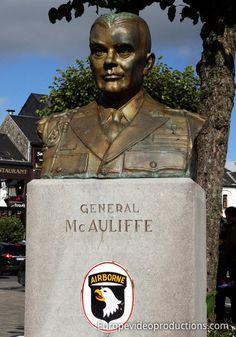 Statue von General Anthony McAuliffe in Bastogne in Belgien