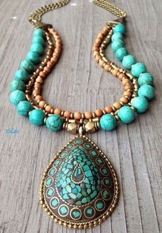 How to choose a necklace or a pendant - Diamond Pro Guide Funky Jewelry, Bohemian Jewelry, Turquoise Jewelry, Jewelry Accessories, Jewelry Design, Moon Jewelry, Beaded Jewelry, Beaded Necklace, Handmade Necklaces