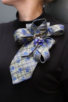 Look into your husband´s closet and maybe you can find a colorful tie that is no longer in use. Pin it up with a beautiful brooch. Cool and different!