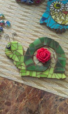 Mosaic snail - how cute for a flower pot!