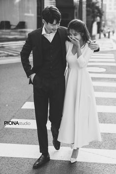 Pre Wedding Poses, Pre Wedding Shoot Ideas, Barn Wedding Photos, Pre Wedding Photoshoot, Wedding Pictures, Korean Wedding Photography, Outdoor Wedding Photography, Bridal Photography, Couple Photoshoot Poses