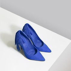 """NWOT Topshop Cobalt Blue Court Heels Effortlessly dress to impress with this pointy toe heel from Topshop. With a suede upper + featuring fringe at the back.   Content & Care - Mixed, textile - Spot + special clean - Imported  Size - Size 5/38, US 7.5 - Fits US 7-7.5 - Approx 4.5"""" heel  Disclaimer: This was a display model, so there may be unnoticeable wear and discolouration of sole from try-ons  Item's color may vary from photos. All photos are taken by me, don't copy.  NO OFFERS + NO…"""