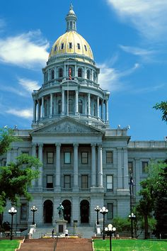 Photo of the Colorado State Capitol building in Denver.one of the few, whose roof is real gold! Living In Colorado, Colorado Homes, Colorado River, Denver Colorado, Wonderful Places, Beautiful Places, Beautiful Artwork, U.s. States, United States