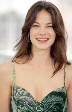 A popular American actress, Michelle Monaghan wears a variety of hairstyles. She makes her presence felt at every occasion with unique and stylish hairstyles. Michelle Monaghan, Divas, Female Actresses, Brunette Hair, Beautiful Actresses, Most Beautiful Women, American Actress, Pretty Woman, Beauty Women