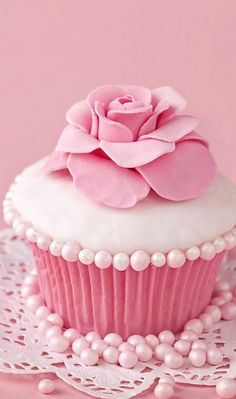cupcake, pink, and sweet image Pink Cupcakes, Cupcake Cakes, Yummy Cupcakes, Pink Love, Pretty In Pink, Cupcakes Wallpaper, Pink Sweets, Pink Desserts, Pink Foods