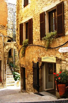 Tourettes sur Loup, one of the delightful historic villages in the back country arrière pays) of Nice on the Côte d'Azur