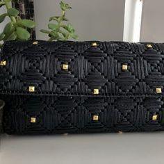 c708b6b2a0ab 30 Best raffia embroidery images | Crochet purses, Stitches, Basket bag