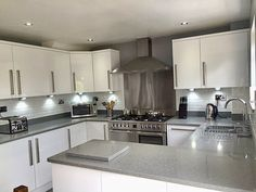 4 Tips For Kitchen Remodeling In Your Home Renovation Project – Home Dcorz Grey Gloss Kitchen, Kitchen Cabinets Grey And White, Simple Kitchen Cabinets, Grey Kitchens, Grey Kitchen Worktops, Kitchen Ideas, Kitchens Uk, Fitted Kitchens, Handleless Kitchen