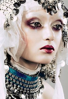 Make-up por Pat McGrath para Dior Haute Couture por John Galliano.