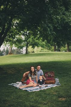 A #Family Picnic Photo Session By Bethany Small #Photography on Fawn Over #Baby