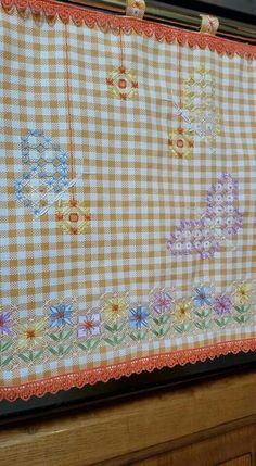 Broderie Suisse, Chicken scratch, Swiss embroidery, Bordado espanol, Stof veranderen...