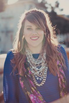 Love it all, hair, top, and damn does this girl (Tara) know how to layer necklaces!