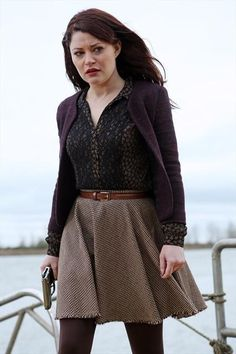 Belle in OUAT is a perfect blend of trendy meets librarian chic.