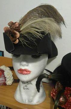 TRICORNE 35€ Je crée également des coiffes sur mesures. Retrouvez moi sur Facebook https://www.facebook.com/bulledelise/?ref=bookmarks ou sur mon site internet www.labulledelise04.com I send in the world! :)
