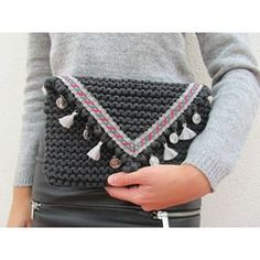 Easy and Fun DIY Valentines Gifts for Mom – Placemat Clutch Crochet Wallet, Crochet Clutch, Crochet Handbags, Crochet Purses, Crochet Bags, Diy Valentine's Gifts For Mom, Valentine Gifts For Mom, Fun Gifts, Holiday Gifts