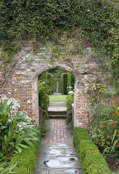 11 Ideas to Steal for a Moonlight Garden – Gardenista A dramatic entrance to a garden room at Sissinghurst Castle. Photograph by Tony Hisgett via Wikimedia. For more, see 10 Garden Ideas to Steal from Vita Sackville-West at Sissinghurst Castle. Garden Entrance, Garden Gates, Garden Shrubs, Garden Landscaping, Sissinghurst Garden, Landscape Design, Garden Design, Vita Sackville West, The Secret Garden