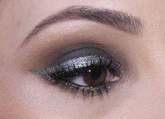 Maquiagem com sombras escuras para festa. www.eucapricho.com