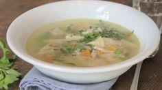 Kochschule: Hühnersuppe: Das beste Rezept bei Erkältung - BRIGITTE