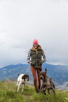 Look and feel superb in the outside with these trendy and cozy trekking outfitideas for ladies. Camping Outfits, Hiking Outfits, Hiking Clothes, Mode Plein Air, Timberland, Trekking Outfit, Outdoorsy Style, Mountain Style, Hiking Fashion
