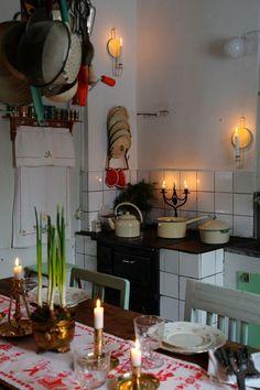 Cottage Christmas, Christmas Home, Classy Christmas, Swedish House, Scandinavian Christmas, Take Me Home, Cottage Homes, Beautiful Interiors, Cozy House