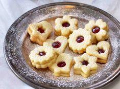 K Vánocům neodmyslitelně patří cukroví. Každá rodina má své vyzkoušené recepty, ale většina také ráda každý rok testuje nějakou novinku. Pavlova, Christmas Cookies, Oatmeal, Baking, Breakfast, Recipes, Cheesecake Brownies, Xmas Cookies, The Oatmeal