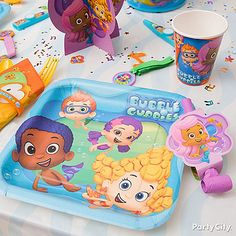 It's lunch time! Set out Bubble Guppies tableware with matching table cover for oceans of fun!