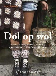 Dol op wol - Turid Lindeland - www. Crochet Books, Crochet Hats, Edition De Saxe, Square Blanket, Fingerless Gloves, Arm Warmers, Needlework, Henna, Tote Bag