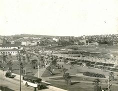 View of the northern end of Bondi Beach, Bondi (NSW) Dated: Bronte Beach, Sydney Beaches, Sydney City, Modern Pictures, Modern History, Historical Pictures, Sunshine Coast, East Coast, Old Photos