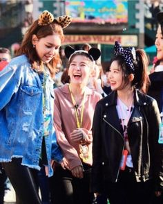 Soo young is so tall next to Red Velvet   ___________ #irene #joy #yeri #seulgi #wendy #sooyoung #produce101season2 #4minute  #lovelyz #ohmygirl #blackpink #ioi #girlgroup #girlsgeneration #gg #gfriend #gugudan #twice #redvelvet #snsd #sistar #produce101season2 #fancam #kard #lovelyz #apink #april #pristin #kard #sm #gugudan #dia #wjsn #kpopf4f