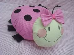 Diy Home Crafts, Felt Crafts, Knitted Bunnies, Baby Shower Deco, Sock Dolls, Cute Pillows, Sewing Pillows, Cushions On Sofa, Ladybug