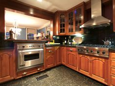 TRADITIONAL KITCHEN WITH STAINLESS APPLIANCES