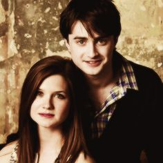 Harry Potter Photo: Bonnie Wright Daniel Radcliffe Emma Watson and Rupert Grint at Entertainment Harry Potter Kiss, Harry Potter Friends, Harry Potter World, Harry Potter Characters, Harry Potter Memes, Potter Facts, Emma Watson Rupert Grint, Daniel Radcliffe Emma Watson, Harry Und Ginny