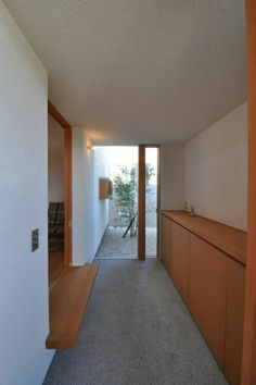 Decor - Just another WordPress site Japanese Modern House, Japanese Interior, Japanese Door, Small Apartment Interior, Apartment Entryway, Residential Architecture, Interior Architecture, Interior And Exterior, Japanese Apartment