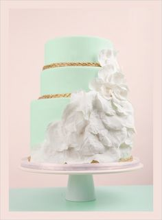 Let's look at these gorgeous wedding cakes! I have gone through a pulled a few of my favorite wedding cakes to share with you this Special Wednesday. The above wedding cake features mint green, gold and white, making. Mint Wedding Cake, Wedding Mint Green, Unique Wedding Cakes, Wedding Colors, Apricot Wedding, Cupcakes, Cupcake Cakes, Pretty Cakes, Beautiful Cakes