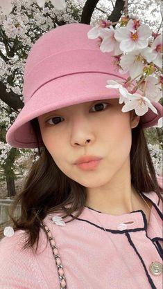 Kpop Girl Groups, Korean Girl Groups, Kpop Girls, Black Pink Songs, Black Pink Kpop, Bff, Lisa, K Pop Music, Blackpink Photos