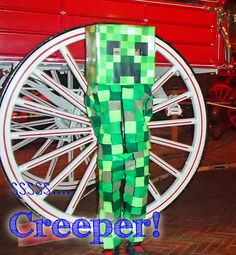 This is the perfect way to make the creeper costume! Minecraft Creeper Halloween Costume, Creeper Costume, Minecraft Costumes, Diy Halloween Costumes For Kids, Minecraft Party, Holidays Halloween, Cool Costumes, Halloween Crafts, Costume Ideas