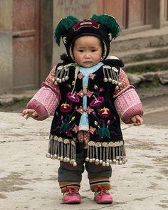 Niña con traje típico de China. Xina, Qingman.