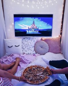 Check out the site to plan your perfect dateeee Sleepover Room, Fun Sleepover Ideas, Sleepover Activities, Girls Sleepover Party, Room Ideas Bedroom, Bedroom Decor, Teenager Party, Things To Do At A Sleepover, Birthday Ideas For Her