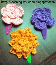 Earning My Cape: Crochet Flower Hair Clips (free pattern) & tutorial  http://earning-my-cape.blogspot.com/2012/05/crochet-flower-hair-clips-free-pattern.html#