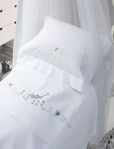 Flower Embroidery Designs, Baby Embroidery, Ribbon Embroidery, Embroidery Stitches, Baby Sheets, Baby Bedding Sets, Cot Bedding, Smocked Baby Dresses, Baby Room Design